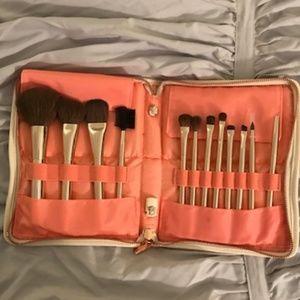 * Never Used * Sephora Brushes w/Travel Case